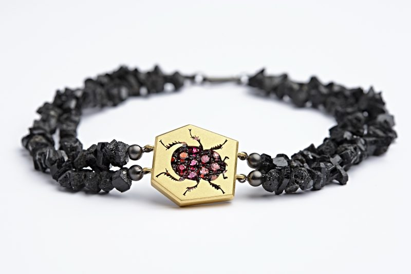 Roter Skarabäus 22 Granate Vergoldetes Silber Schwarz rhodiniertes Silber Ungeschliffener Turmalin